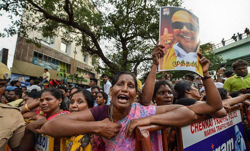 Nation pays homage to Karunanidhi amid fierce legal battle for burial