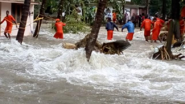 Kerala 14 districts flooded   87 deaths , 1.5 Lakhs in relief camp
