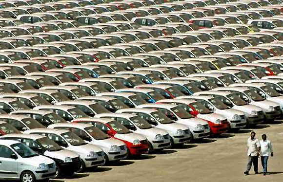 Car sales down 2 wheeler , Commercial vehicles up : SIAM