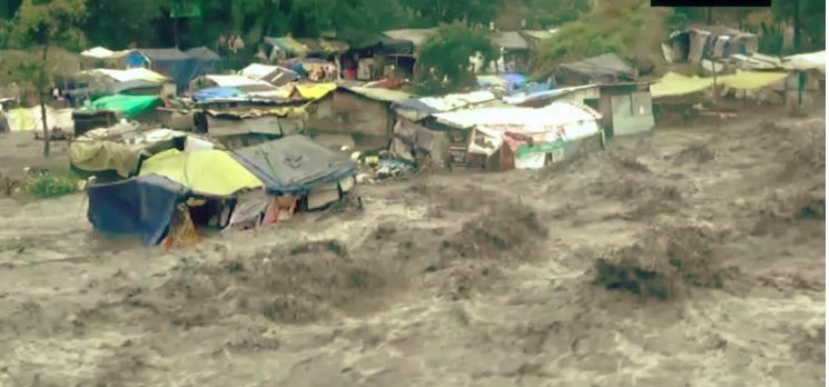 Heavy rains flood  Himachal, 19 people airlifted