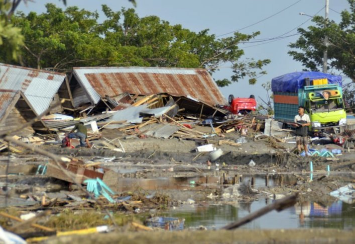 Tsunami waves death in Indonesia crossed 400+