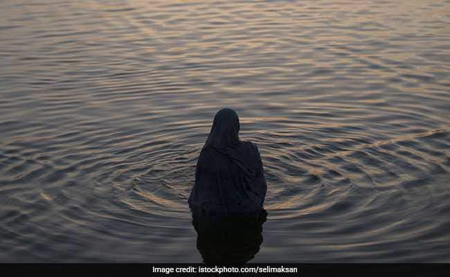 45 yrs old married woman while taking holy bath gangraped by Hindu men in Ganga
