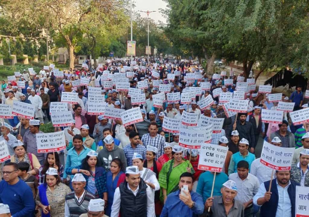 "AAP calls Delhi Police 'useless""  and  protested  at  BJP HQ"