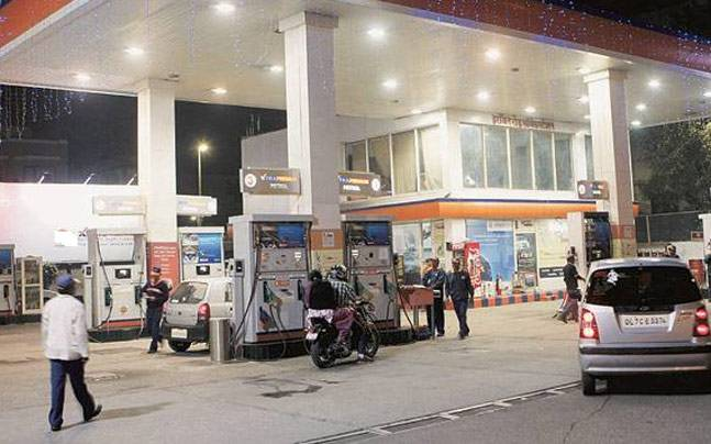 Centre ,  Petrol pumps dealers at loggerheads  over new pump stations