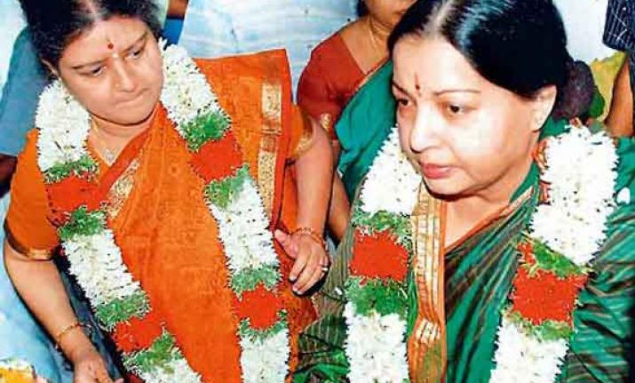 Jayalalithaa friend Sasikala grilled by IT Sleuths inside Prision