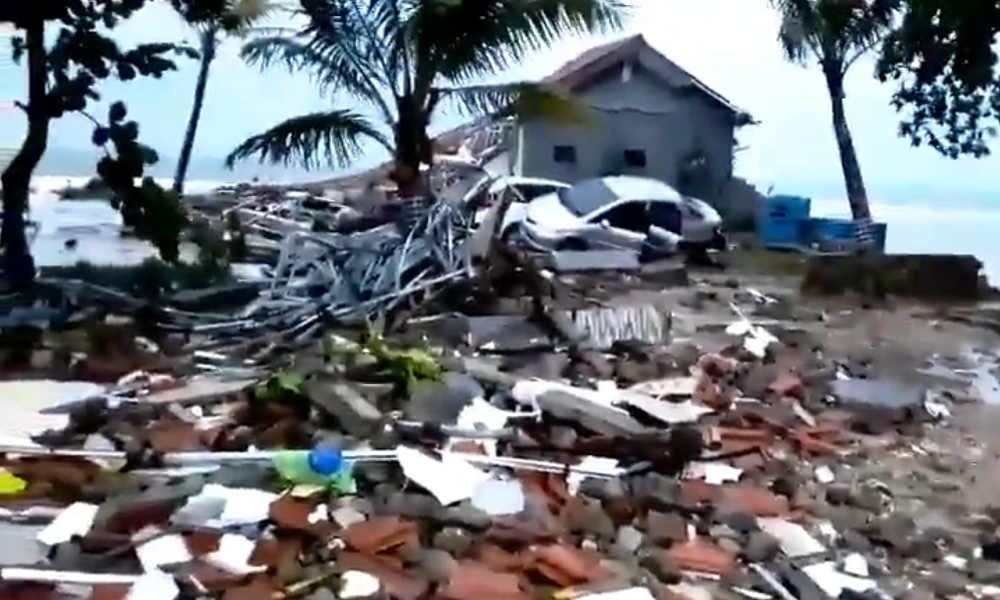 168  killed, 800 injured, 1000s missing  in Volcano-triggered tsunami at  Indonesia