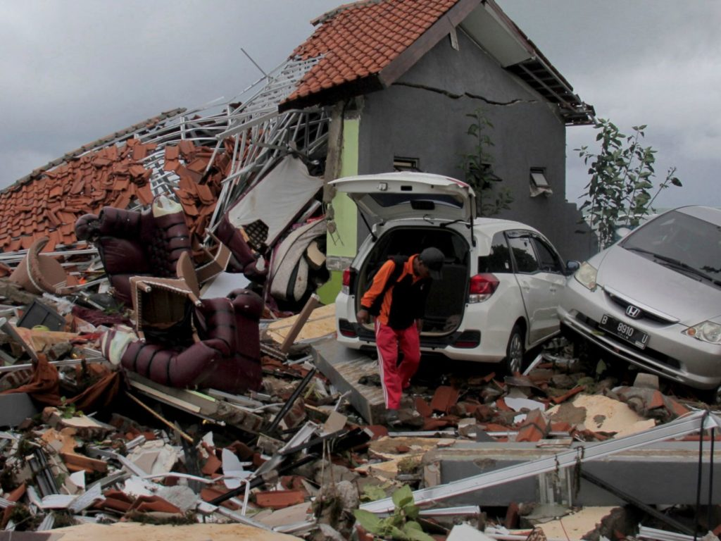 Tsunami in Indonesia  killed 429 , injured 1485 ,  displaced  16082