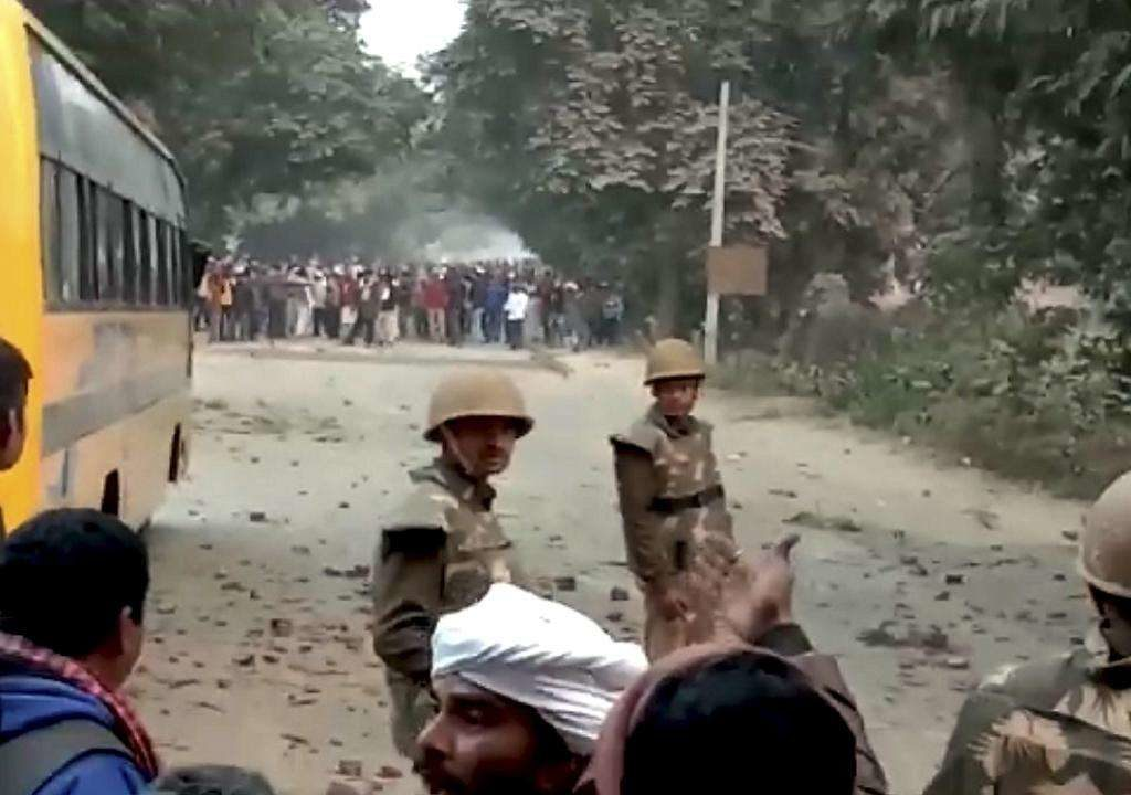 Modi Ghazipur Rally :  UP Police constable killed in stone pelting