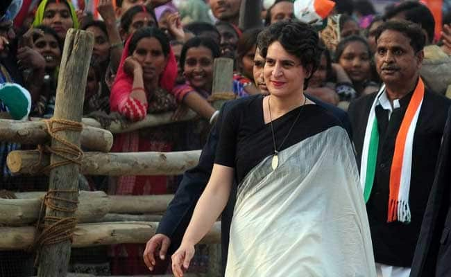 Akhilesh praise on Priyanka Political entry raises eyebrow  in UP politics