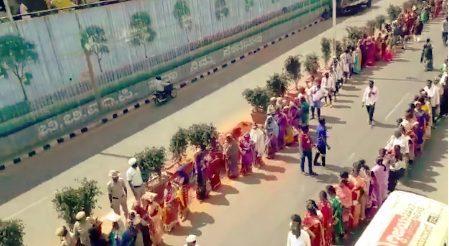 More than 2000 women took protest  seeking liquor ban in Karnataka
