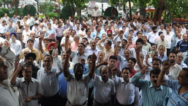 20 lakhs  Government Employees goes on strike in UP