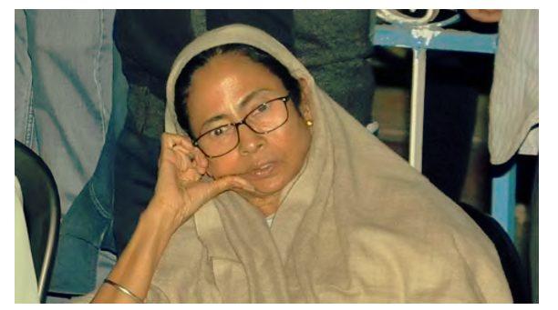 No food for 12 hours Mamata still at satyagraha sits in street  : CBI vrs WB Police row