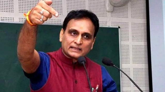 How BJP  MP , RSS Strong man  Rakesh Sinha messed up with  University scam