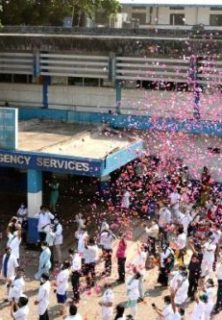bambolim-indian-navy-helicopter-showering-flower-petals-at-goa-medical-1014838